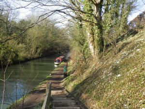 Descending to the Grand Union Canal